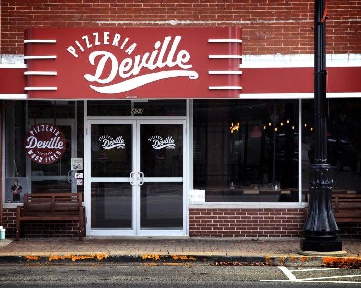 View of the front entrance to Pizzeria DeVille in downtown Libertyville.