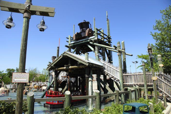 Six Flags Great America - Buccaneer Battle water bucket dump.