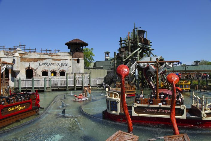 Six Flags Great America - Buccaneer Battle view of pool, pirate boats and bucket dump.