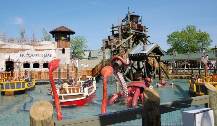Six Flags Great America - Buccaneer Battle, view of pool and ride theming.