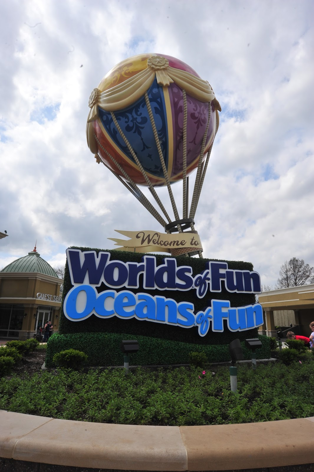 Worlds Of Fun Entrance Gate Bleck